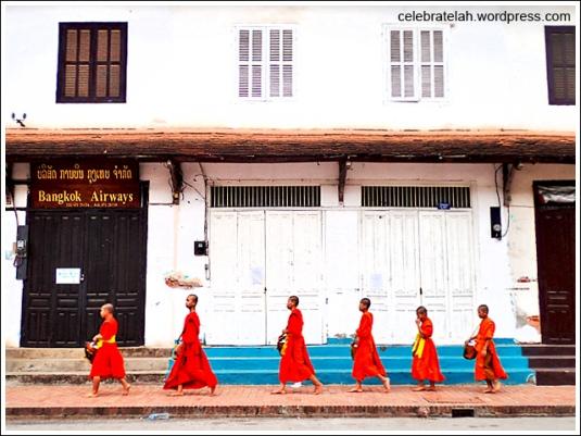 Luang-Prabang-Monks-Alms